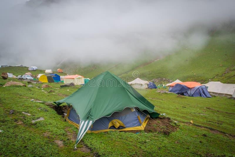 Niedriges Lager Ratti Gali Lake stockbilder