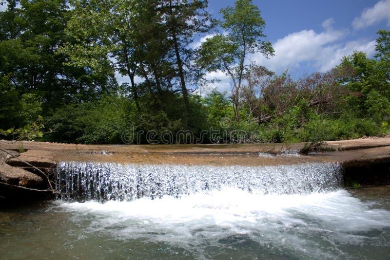 Niedrigwasser-Brücke lizenzfreies stockbild