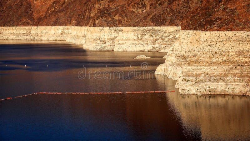 Niedrigwasser-Niveau von See Mead Reservoir an Hooverdamm lizenzfreie stockfotos