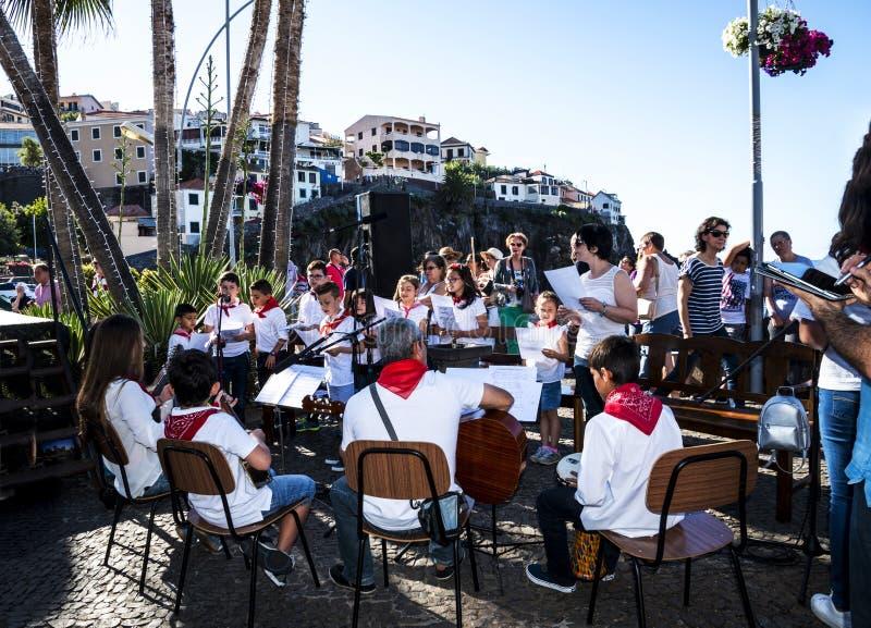 Niedziela usługa w Camara De Lobos są wioską rybacką są blisko miasta Funchal a zdjęcia stock