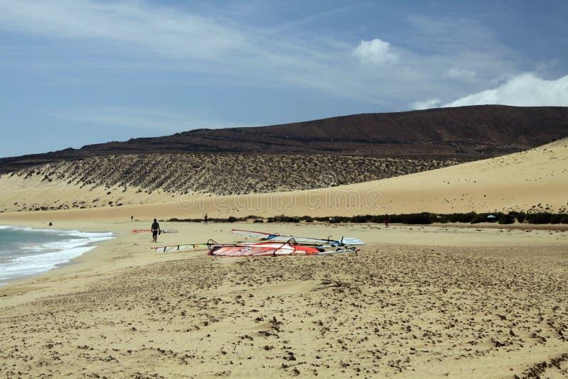 Niekończący się szeroki tideland w lagunie Gorriones, Playa De Sotavento, Costa calma, Fuerteventura, Hiszpania obrazy royalty free