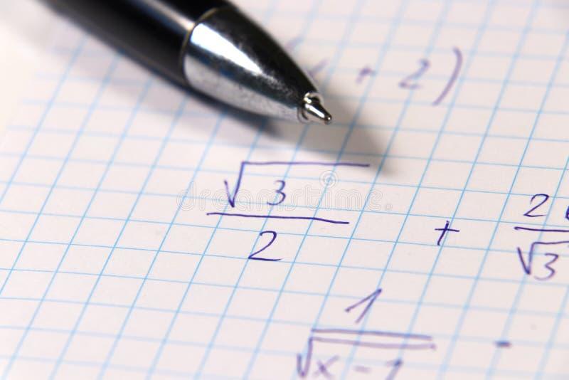 Niektóre dificult arytmetyczny problem w matematyki lekci na szkole średniej Korzeń i frakcja fotografia stock