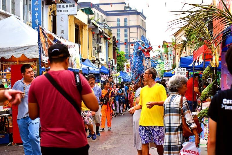 Niektóre Lokalni tłumy Przy Kuching Mooncake festiwalem obrazy stock