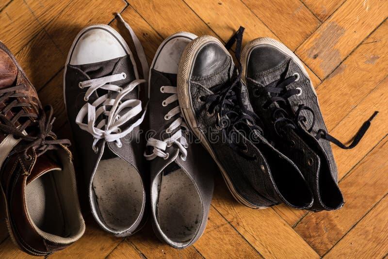 Niektóre używać sneakers fotografia royalty free