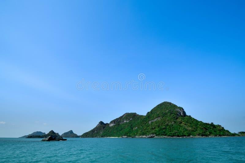 Niektóre wyspa przy Angthong parkiem narodowym w Tajlandia zdjęcie stock