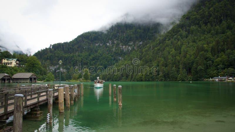 Niemcy Alps statek wchodzić do schronienie zdjęcie stock
