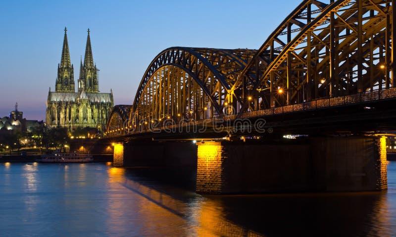 Niemcy, Kolonia, katedra i most, obraz stock