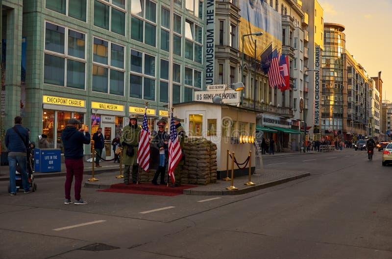 Niemcy Punkt kontrolny «Charlie «w Berlin Luty 16, 2018 zdjęcia royalty free