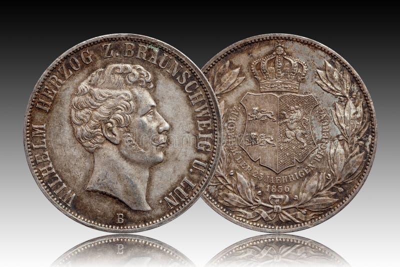 Niemcy srebnej monety 2 niemiecki dwa dwoisty talarowy Brunswick i Lueneburg talar wybijał monety 1856 odizolowywającego fotografia royalty free