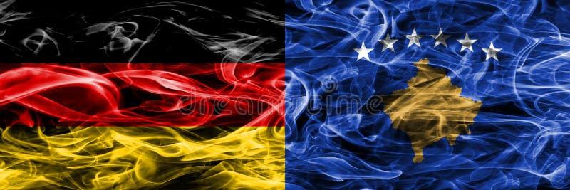 Niemcy vs Kosowo dymu flaga umieszczająca strona strona - obok - Niemiec i Ko obrazy stock