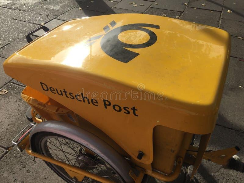 Niemiec Deutsche Post jechać na rowerze obrazy stock