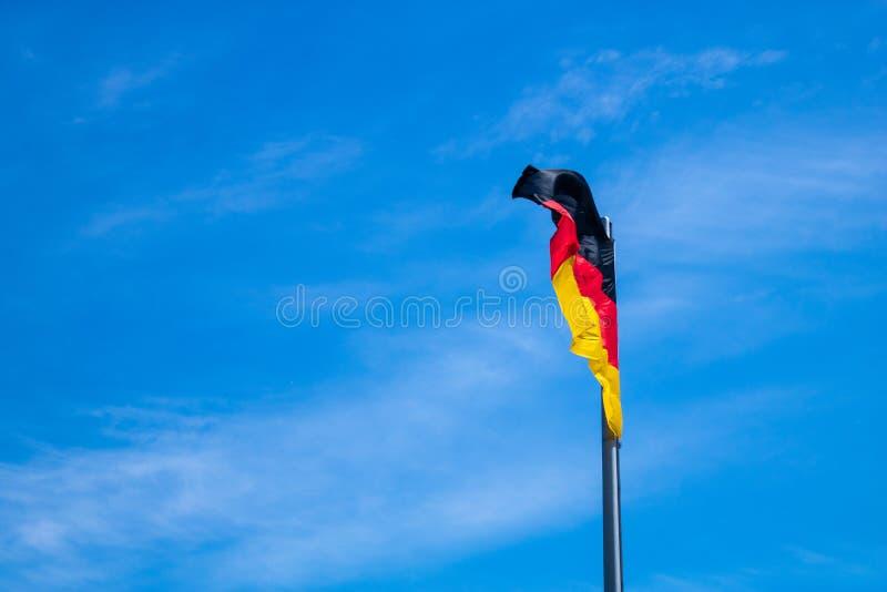 Niemiec flaga w wiatrze zdjęcia royalty free