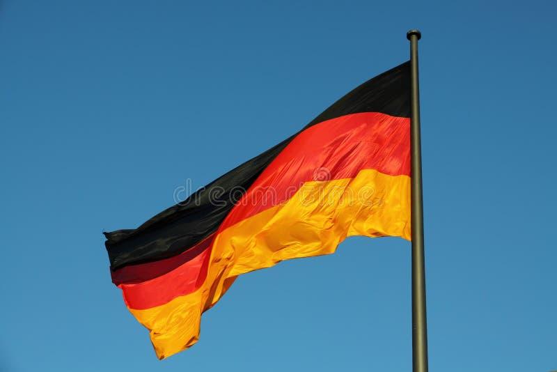 Niemiec flaga w wiatrze zdjęcia stock