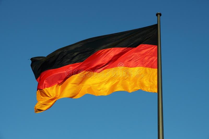 Niemiec flaga w wiatrze fotografia stock