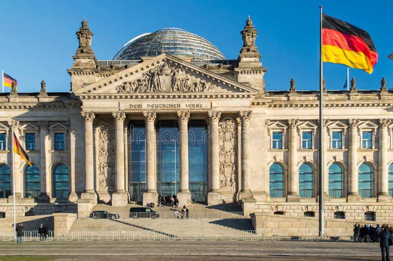 Niemiec flaga z Reichstag zdjęcia stock