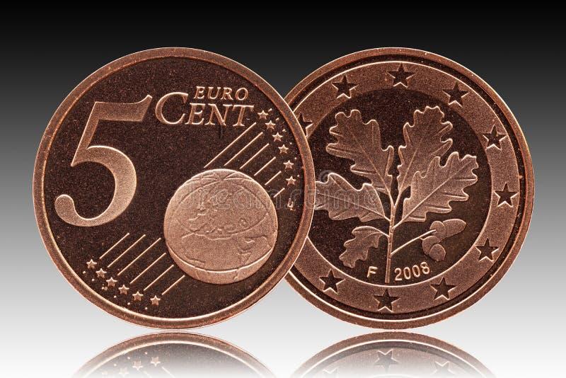 Niemiec pięć euro centu Niemcy moneta, frontowa strona 5 i światowa kula ziemska, zadka dębu liść fotografia stock