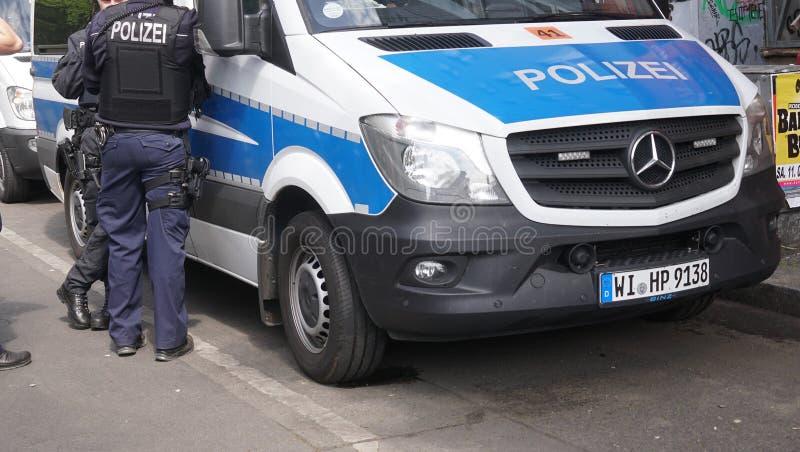 Niemiec policja przewozi samochodem zdjęcie royalty free