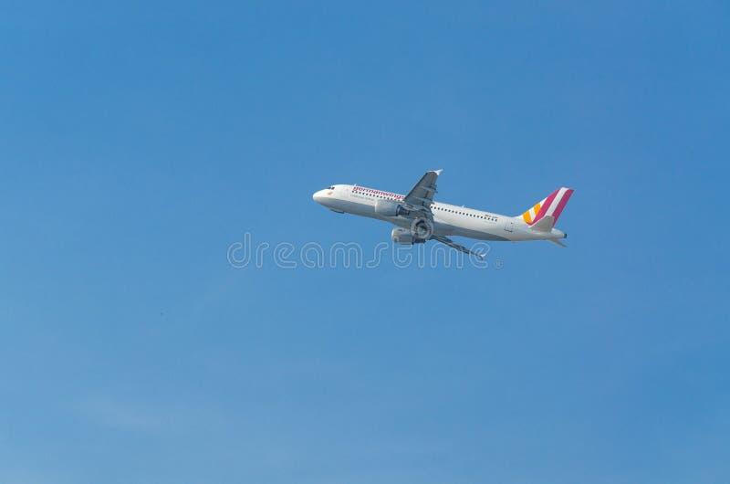 Niemiec Uskrzydla Aerobus A320-200 podczas rozpoczęcia zdjęcia royalty free