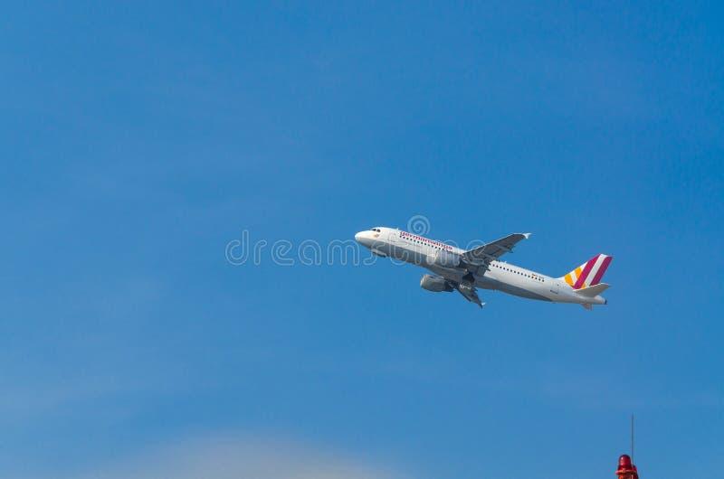 Niemiec Uskrzydla Aerobus A320-200 podczas rozpoczęcia fotografia stock