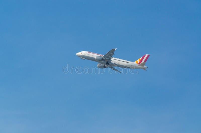Niemiec Uskrzydla Aerobus A320-200 podczas rozpoczęcia obrazy stock