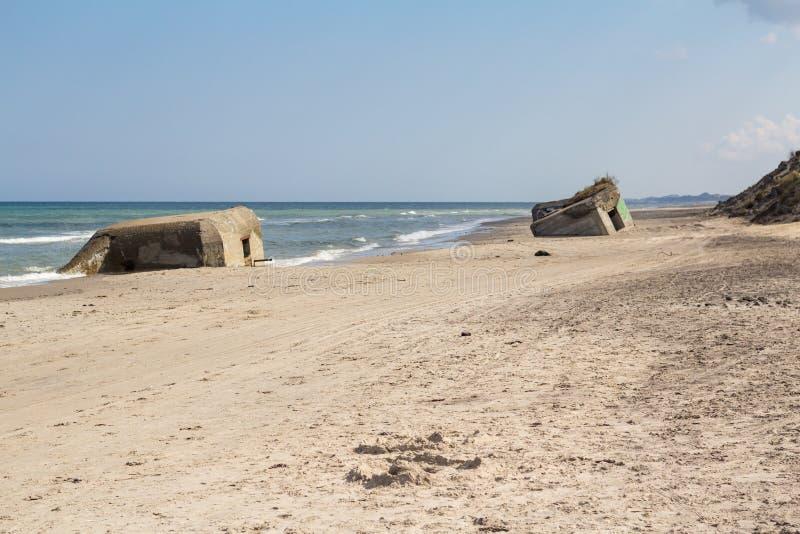 Niemieccy druga wojna światowa bunkiery, Skiveren plaża, Dani fotografia royalty free