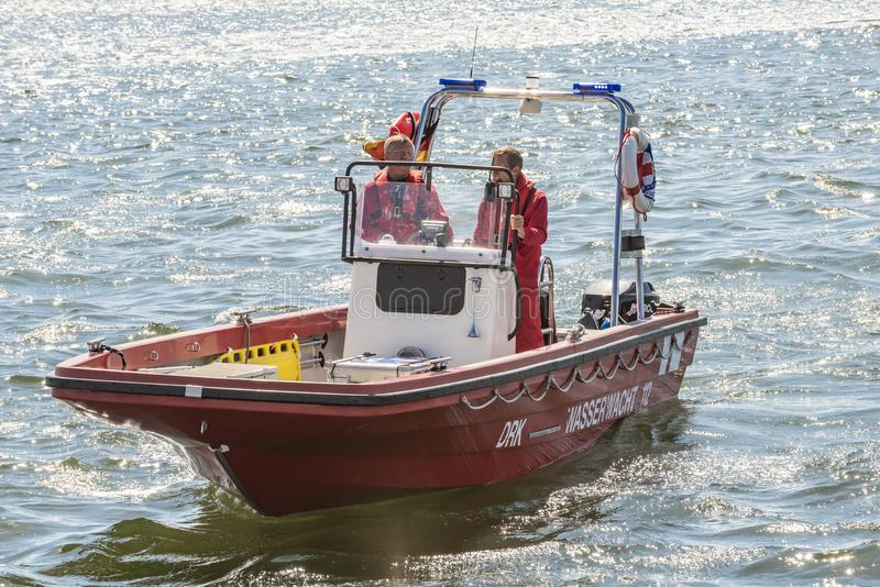 Niemiecka łódź ratunkowa na patrolowym Warnemà ¼ nde fotografia royalty free