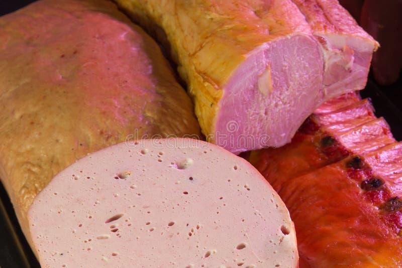 Niemiecka specjalność rzeźbił Leberkase meatloaf i uwędzona wieprzowina - obrazy royalty free