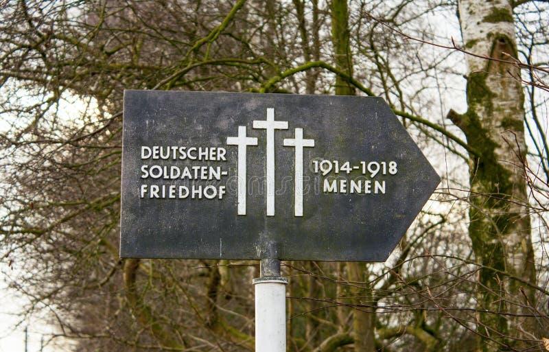 Niemiecki cmentarniany friedhof w Flanders polach menen Belgium zdjęcie stock