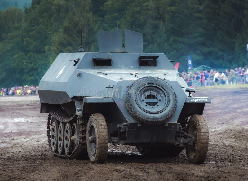 Niemiecki pojazd wojskowy który odtransportowywa żołnierzy zdjęcie royalty free