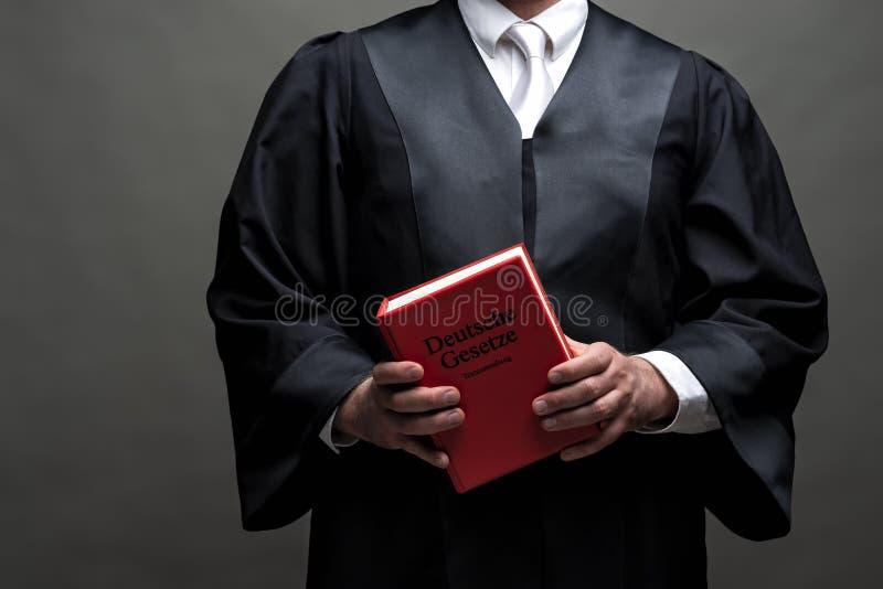 Niemiecki prawnik z kontuszem i książką obrazy stock