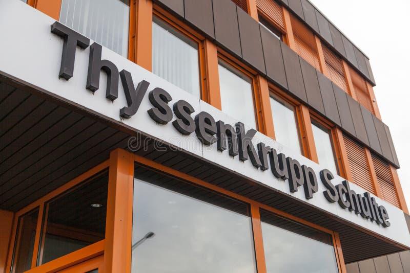 Niemiecki stalowego producenta ThyssenKrupp logo na wejściowym budynku fotografia royalty free