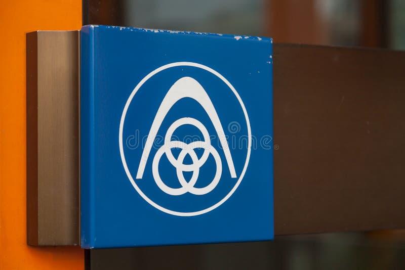 Niemiecki stalowego producenta ThyssenKrupp logo na wejściowym budynku zdjęcia royalty free