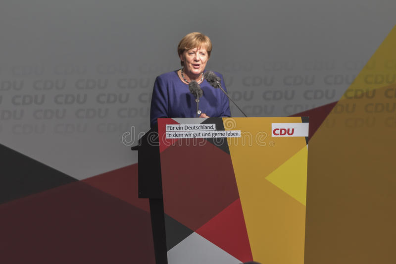 Niemieckiego kanclerza Angela merkel opowiada w siegen Germany obrazy stock