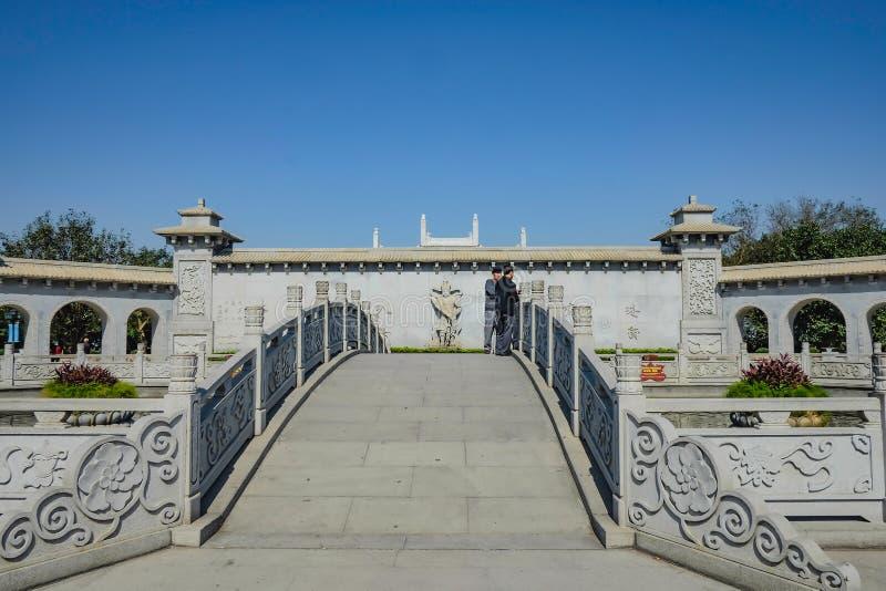 nieobznajmiony turysta w Guanyin góry Xiqiao świątynia, Foshan miasta porcelana zdjęcie stock