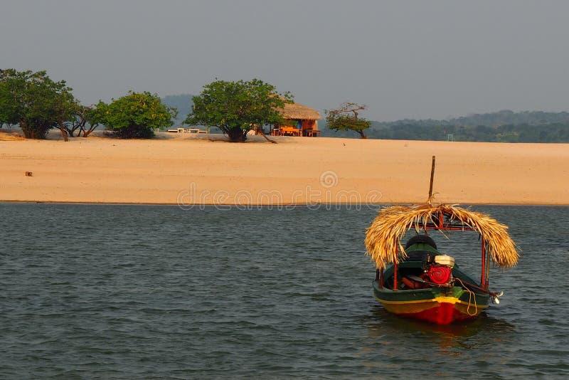 Nieociosana łódź przy amazonką, Brazylia/ zdjęcia stock