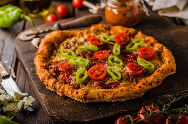 Nieociosana starego stylu rocznika pizza zdjęcia royalty free