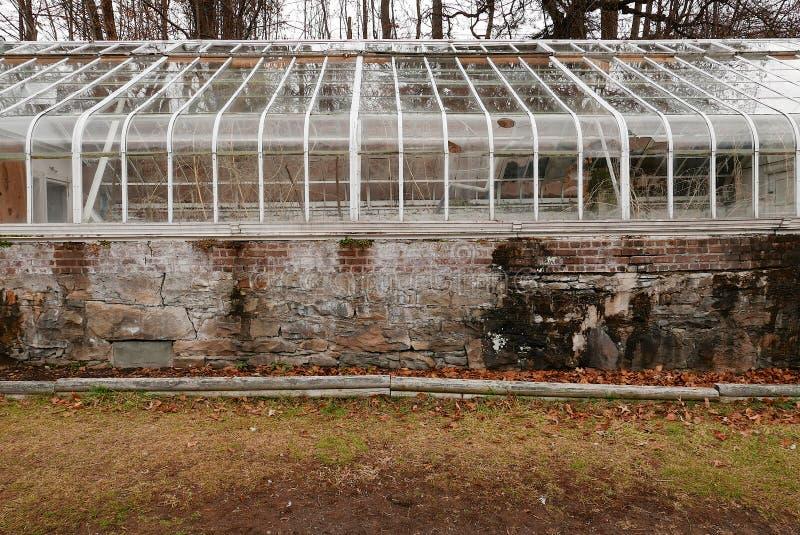 Nieociosane szklarni ruiny zdjęcia royalty free