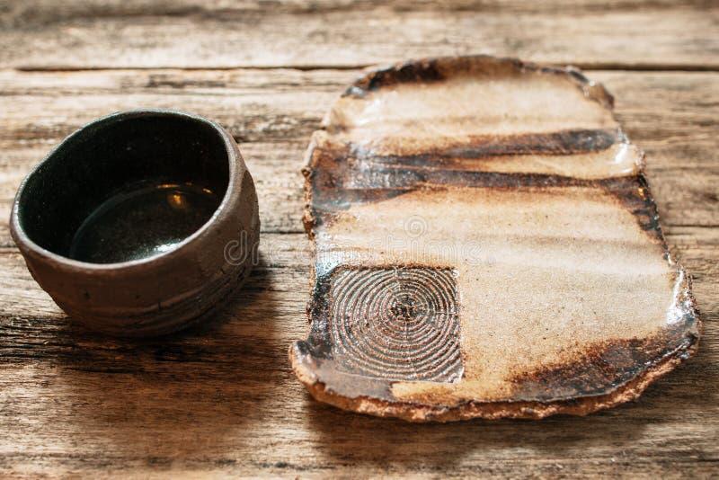 Nieociosanego handmade eco dishware życzliwy ceramiczny set obrazy stock