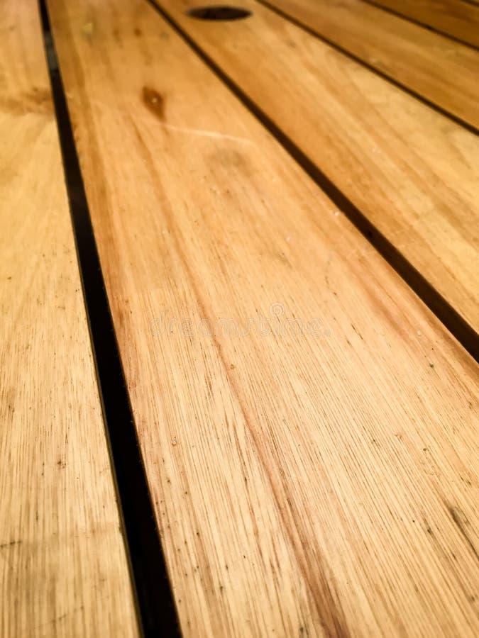 Nieociosany brown drewniany tło z diagonalnymi deskami zdjęcie royalty free