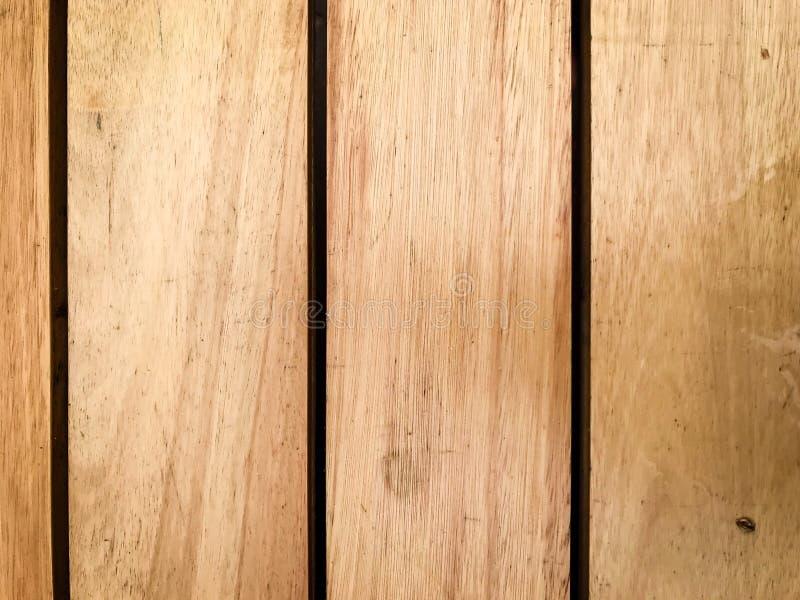Nieociosany brown drewniany tło z pionowo deskami zdjęcie stock