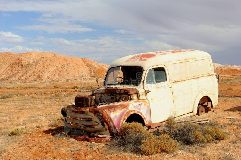 Nieociosany i retro oldtimer wrak, Australijskie pustynie fotografia stock