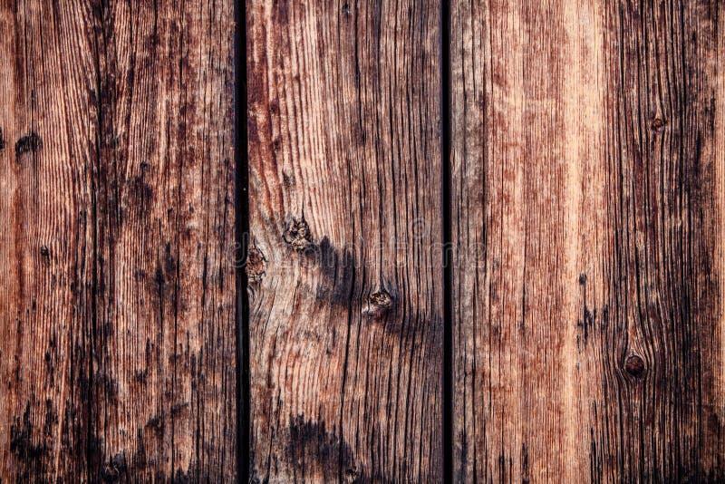 Nieociosany i zatarty stajni drewno zdjęcia royalty free