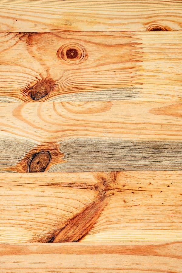 Nieociosany sosnowego drewna deski floorboard z kępkami zdjęcia royalty free