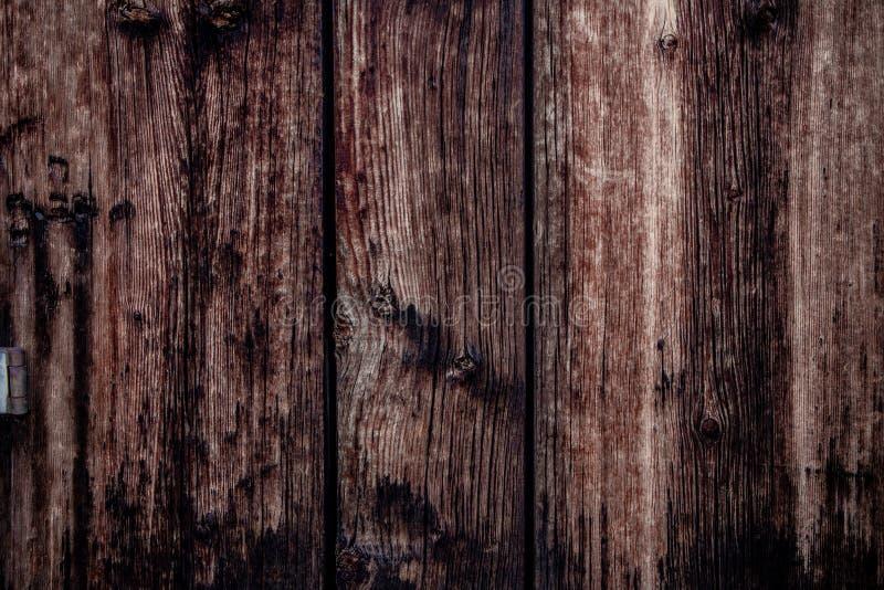 Nieociosany stajni drewno z gwóźdź dziurami obraz stock