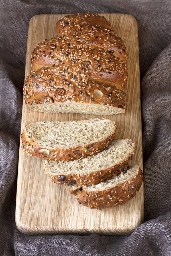 Download Nieociosany żyto chleb obraz stock. Obraz złożonej z rolnictwo - 53776801