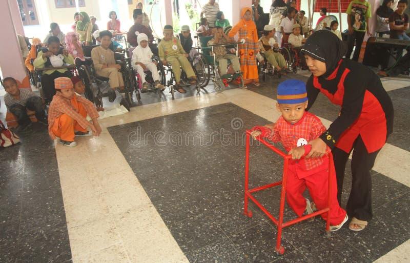 Niepełnosprawni dzieciaki robi pokazu mody zdjęcie stock