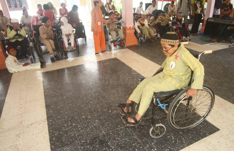 Niepełnosprawni dzieciaki robi pokazu mody obraz stock