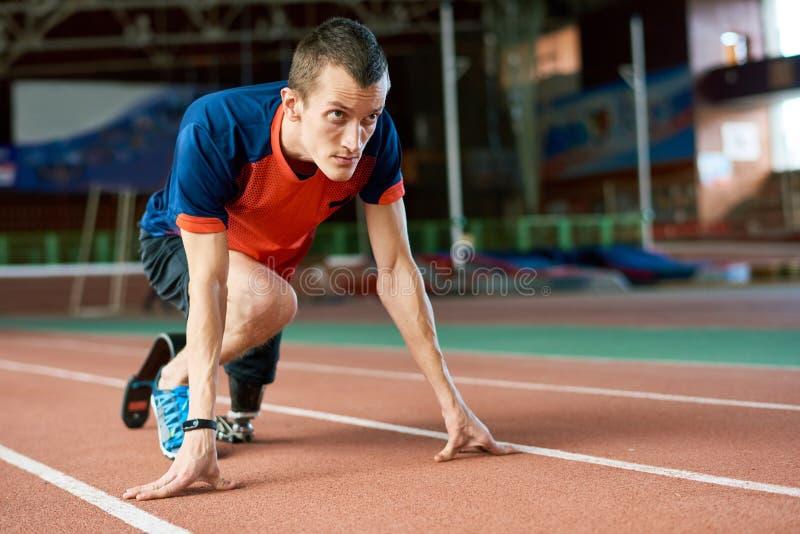 Niepełnosprawny biegacz na początku zdjęcie royalty free