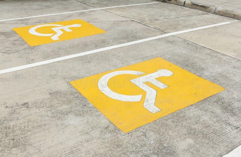 Niepełnosprawny parking symbol na podłoga obraz royalty free