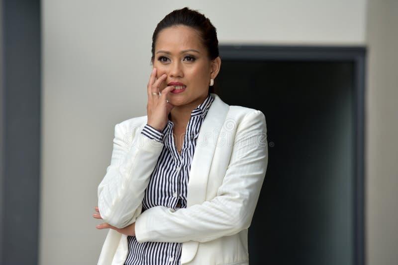 Niepokojąca Młoda Biznesowa kobieta fotografia royalty free